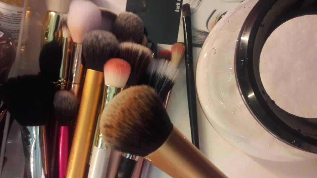 makeup brush cleaner, Real Technique Brush,