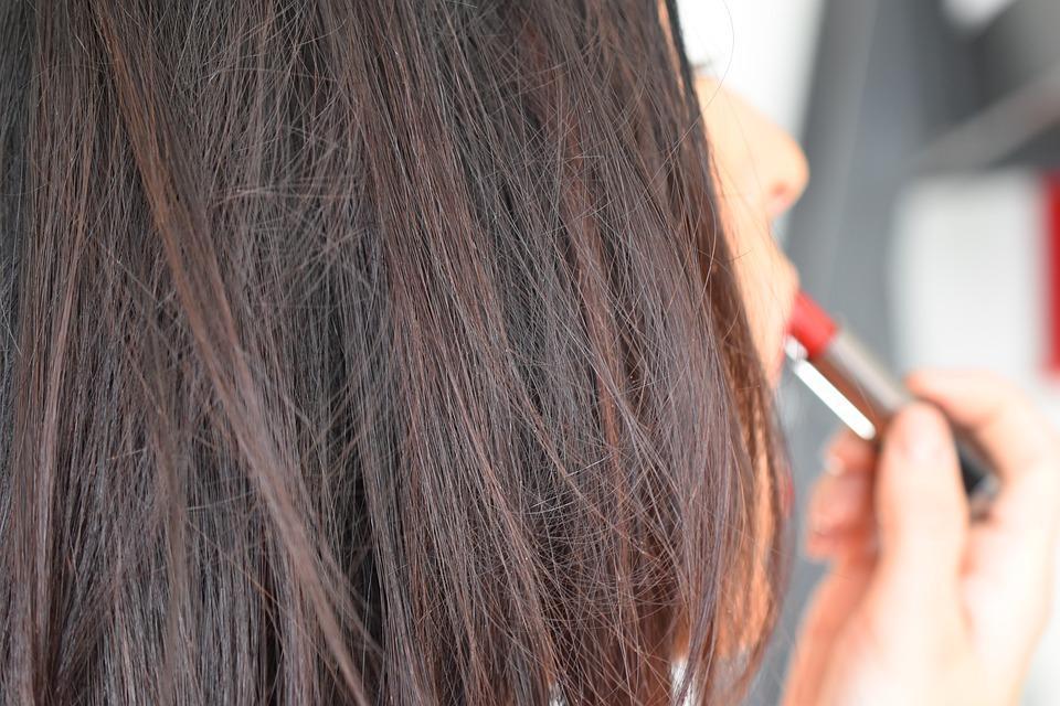 Comment bien utiliser son crayon contour des lèvres