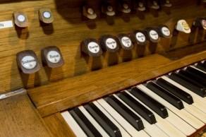 orgues - boutons en bois et porcelaine
