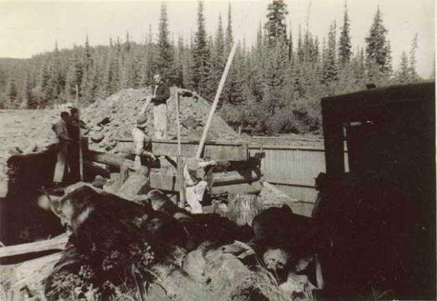 Building of the dam in 1944