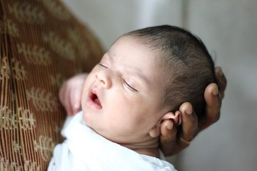 cuidar a un bebé recién nacido