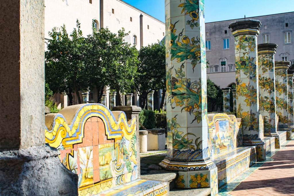 Non potete perdere all'interno del complesso di Santa Chiara, il bellissimo museo che raccoglie un po' tutta la storia della Chiesa dal 300 fino al 700. Si parte con l'area archeologica esterna che raccoglie i resti delle terme romane ritrovate sotto la chiesa.6
