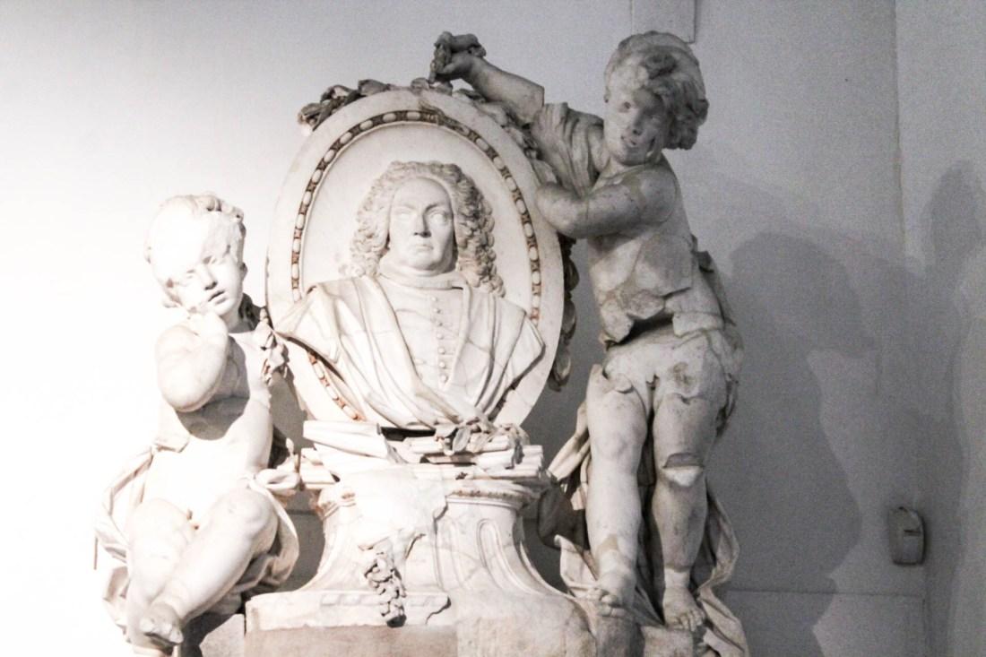 Non potete perdere all'interno del complesso di Santa Chiara, il bellissimo museo che raccoglie un po' tutta la storia della Chiesa dal 300 fino al 700. Si parte con l'area archeologica esterna che raccoglie i resti delle terme romane ritrovate sotto la chiesa. 13