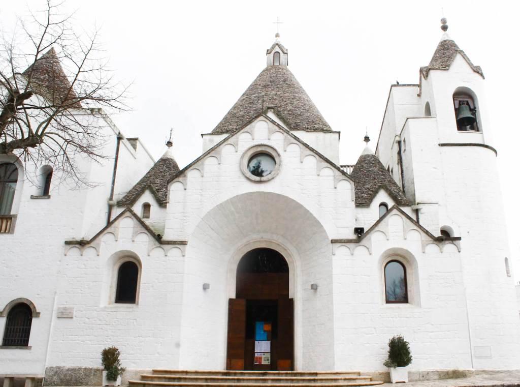 alberobello chiesa a trullo