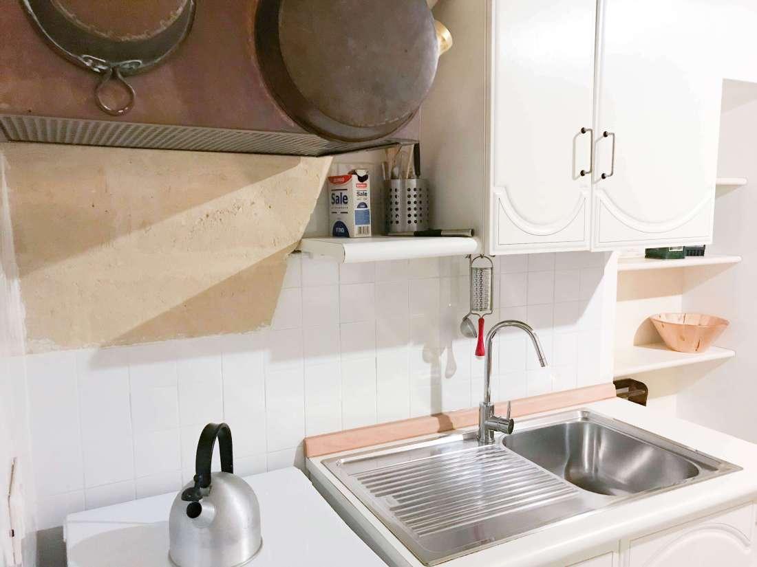 cucina camera da letto della minisuite casa del sole matera