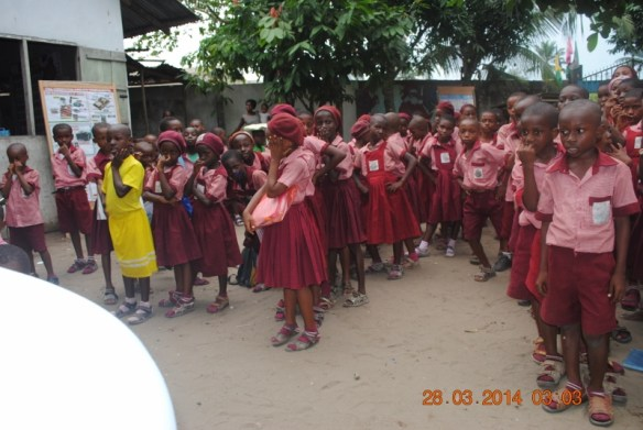 In the second year of our health program, during the 2013-2014 academic year, we were able to extend the deworming treatment to the entire school population in Bodo. The kids here are waiting to receive the deworming treatment in March 2014.