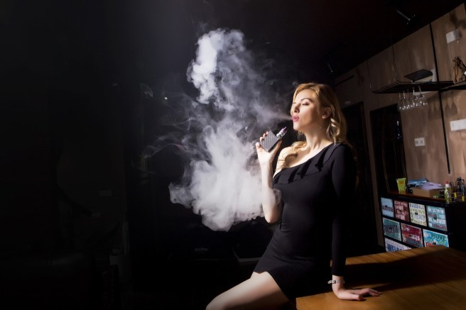 a female vaper