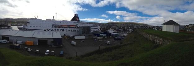 """""""Norröna""""-Fähre in ihrem Heimathafen Thorshavn"""
