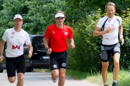 Dirk Lederer (Physio, links), Peter, rechts Timo Bracht