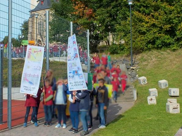 Einmarsch einer Klasse der Goethe-Schule