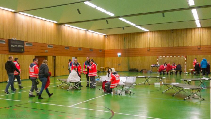 Versorgung von Verletzten. Die Anzahl der Verletzten wurde im Laufe ständig größer.