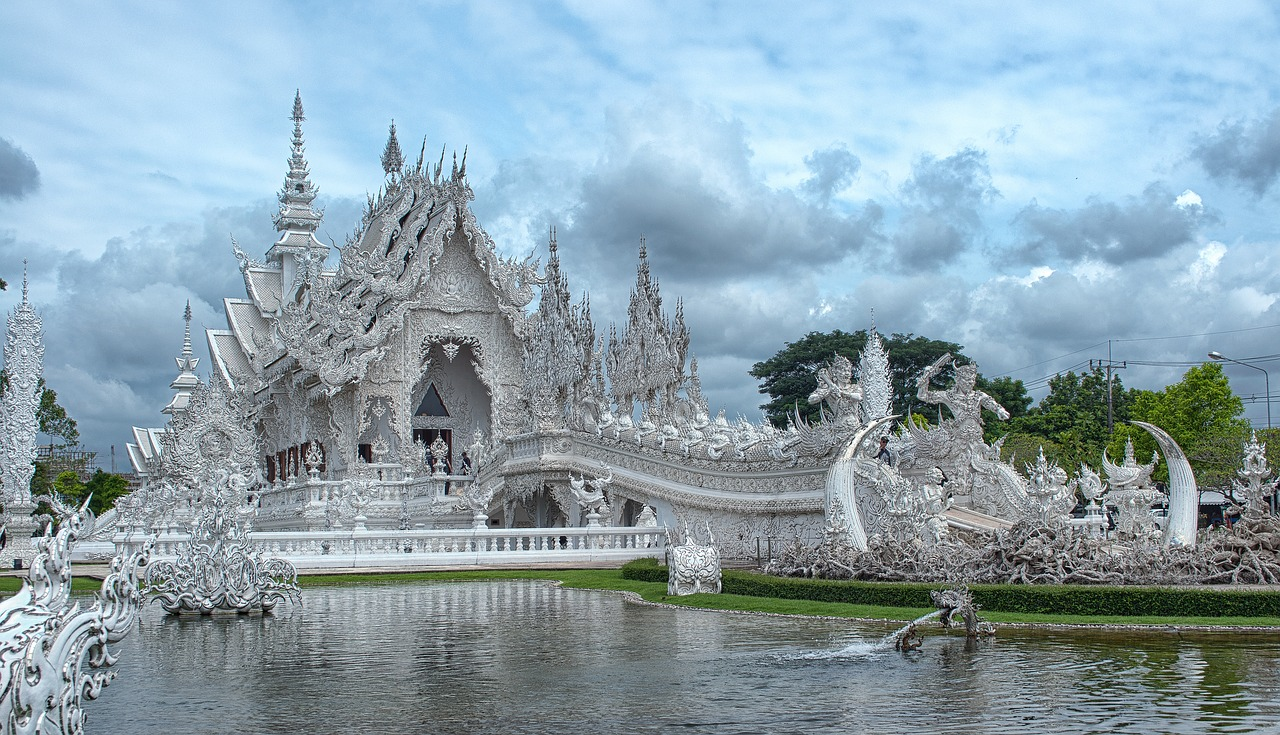 Visiting the White Temple in Chiang Rai - A day trip from Chiang Mai