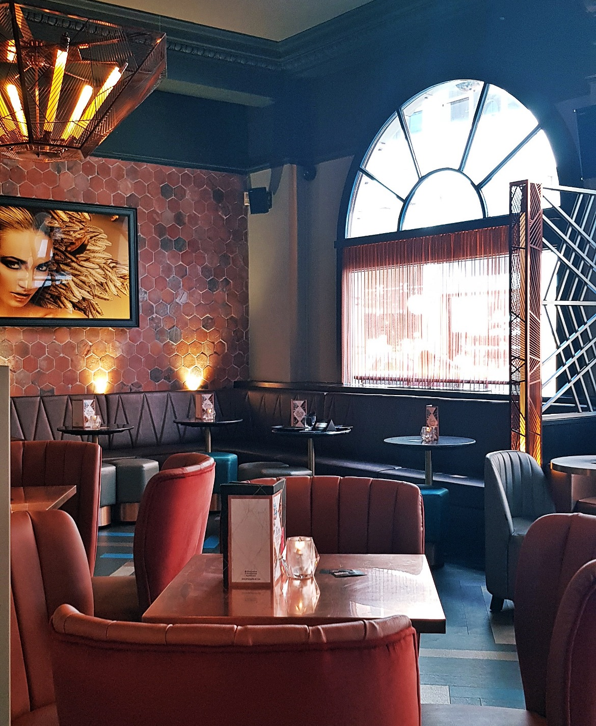 Decor - Bottomless Brunch at Dirty Martini, review by BeckyBecky Blogs