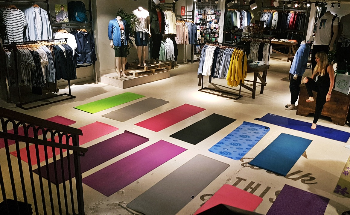 Yoga with the Yoga Space - Tune in with Joy the Store, Leeds shop review by BeckyBecky Blogs