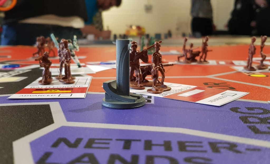 A Galinite Pylon - Lights in the Sky Megagame Report by BeckyBecky Blogs