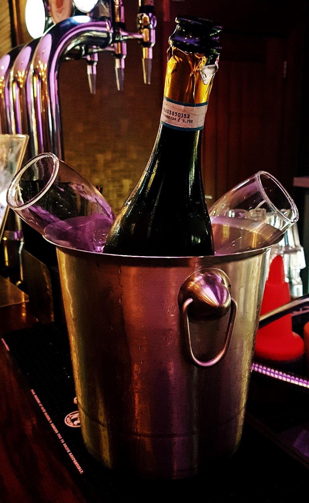 Norman Bar Champange