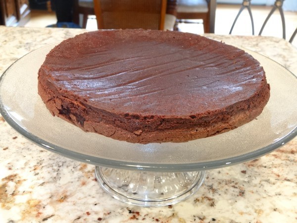 Flourless Chocolate cake placed on cake stand