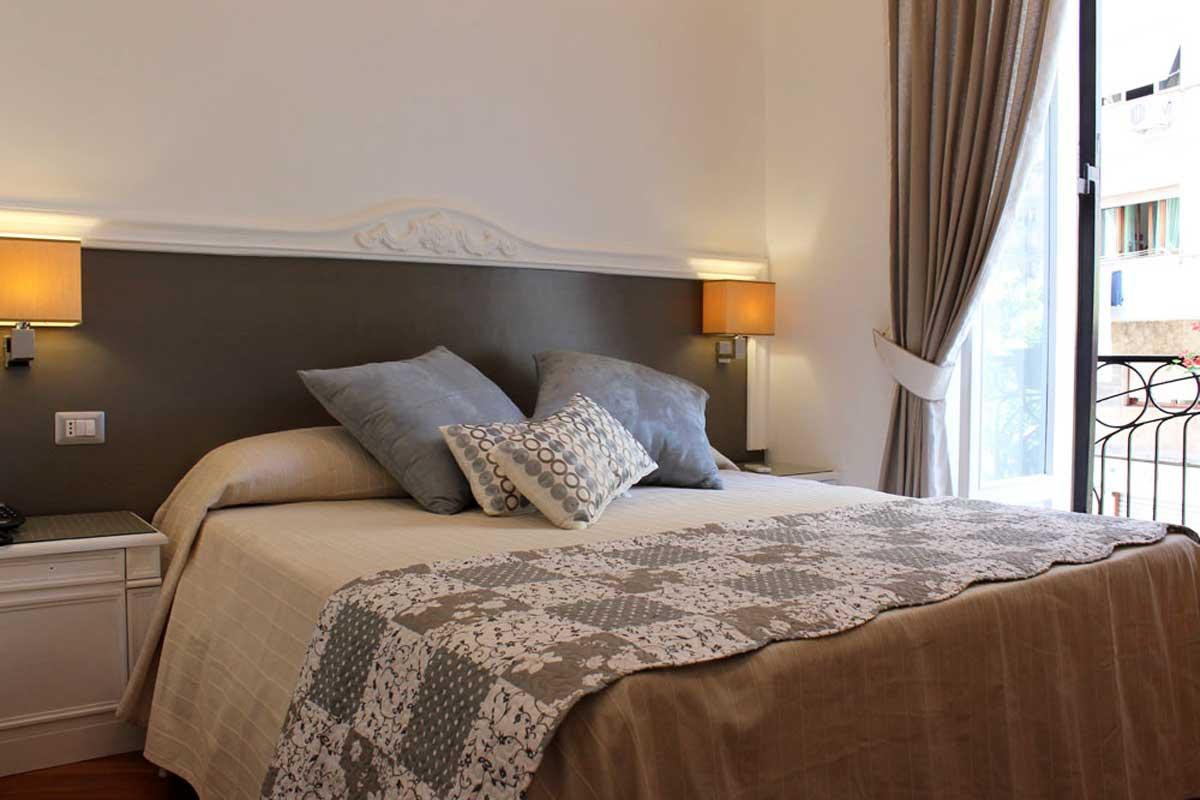 Grand Tour Bed and Breakfast  Napoli (Camera Pignasecca)