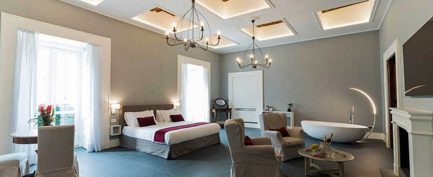 Foro Carolino un bed and breakfast di charme nel cuore di Napoli