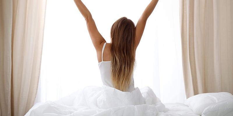 Un sommeil réparateur au quotidien est un des gros piliers amenant à une vie saine dans un corps en bonne santé. Prenez donc le temps de comprendre combien de temps votre corps à besoin par nuit pour récupérer et adaptez vos habitudes de vie pour lui faire part de ce temps.