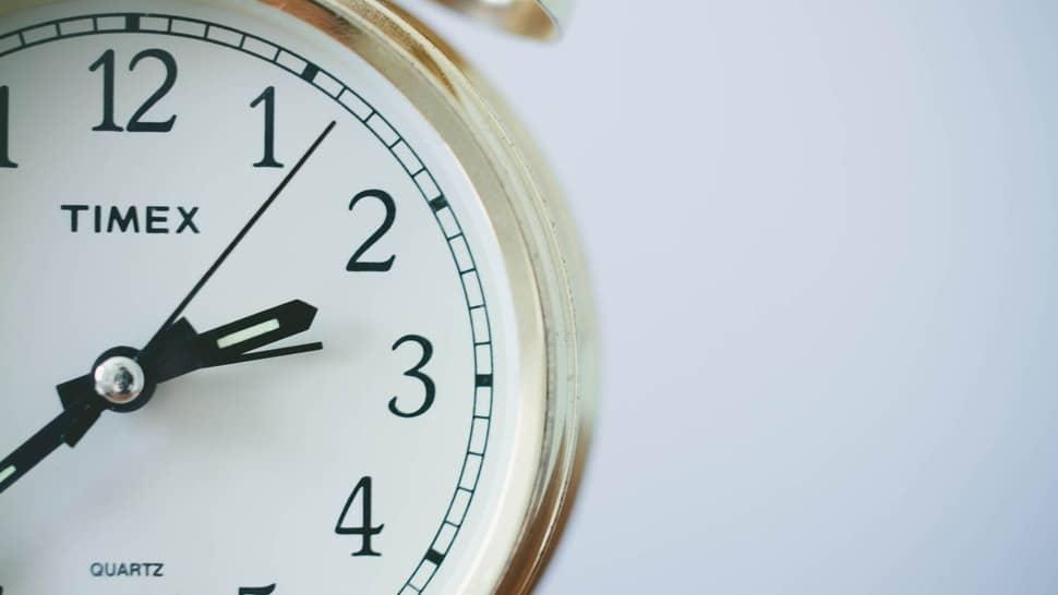 Le fait d'être régulier dans vos heures de coucher au quotidien va vous permettre un sommeil de meilleur qualité car vous allez habituer votre organisme à se coucher de manière planifier et donc celui-ci fera tout pour se reposer à partir de cet heure précise que vous aurez choisi pour aller se coucher chaque soir.