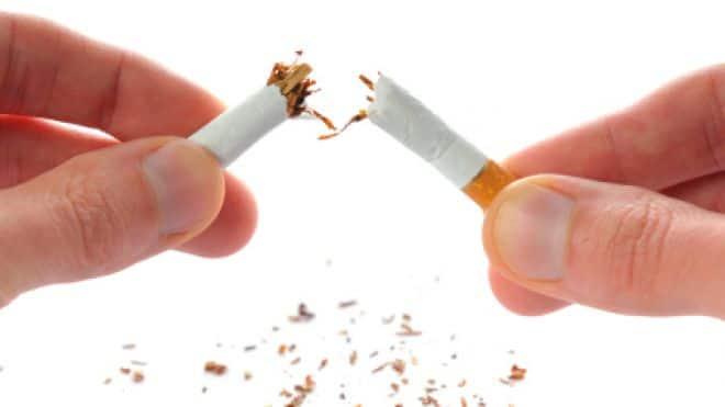 """Ne vous récompensez pas en fumant une cigarette. Contrairement à une situation dans une diète où il faut se faire plaisir à manger des biscuits occasionnellement pour se récompenser de ne plus en manger abondement est différent. Quand vous arrêter de fumer, le but n'est de plus fumer du tout donc le """"bon, juste une"""", on l'oublie!"""