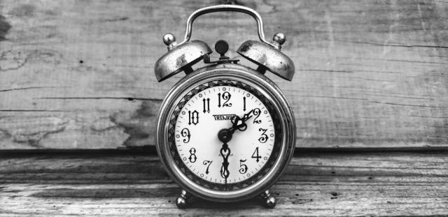 alarm-clock-black-white