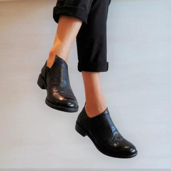 Scarpe in pelle con spacco laterale