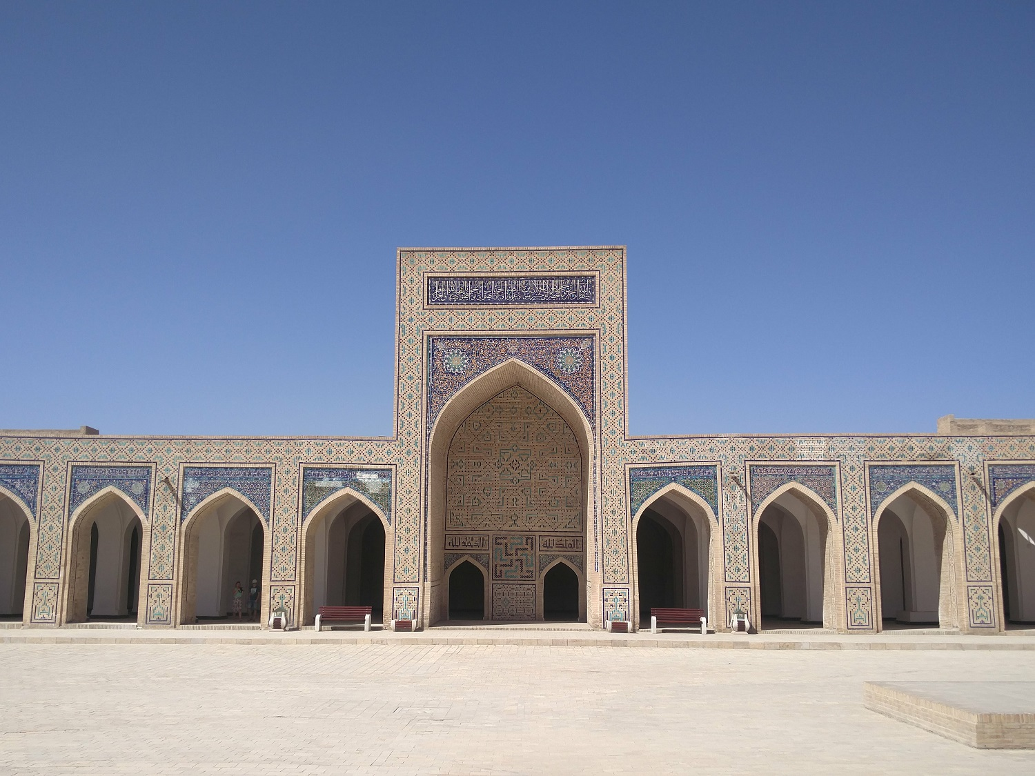 Bukhara : carpets, mosques and madrasahs