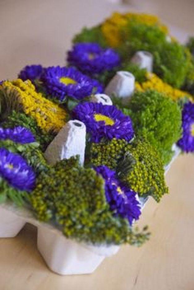 fleurs dans boite d'oeufs
