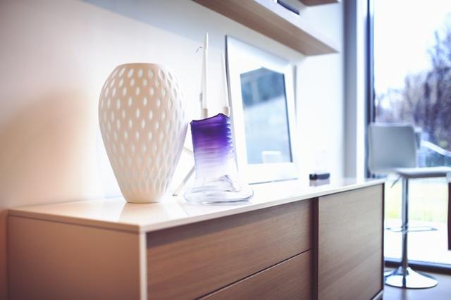 Pour conserver un intérieur bien rangé : Remettre les objets à leur place ; mettre en place des routines ; désencombrer et réévaluer régulièrement le système