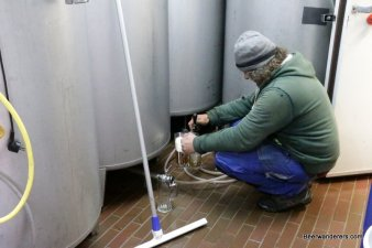 brewer pouring beer