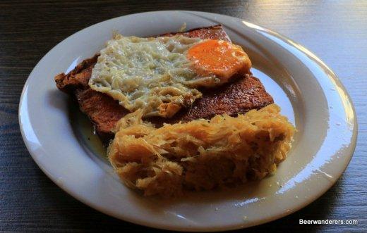 leberkäs with a fried egg and kraut