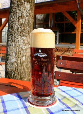 darl beer in logo glass