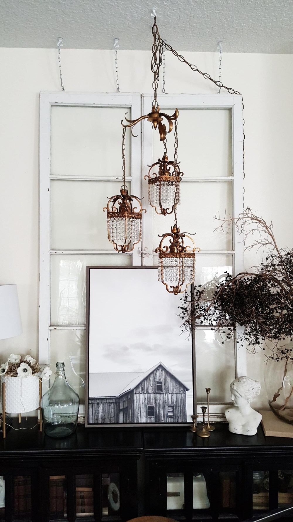 Modern Farmhouse Eclectic Industrial Decor Design Vintage Doors Chandelier Antiques Rugs Living Room Inspiration Black and White Scandinavian Decor Decorating ideas Fall Winter