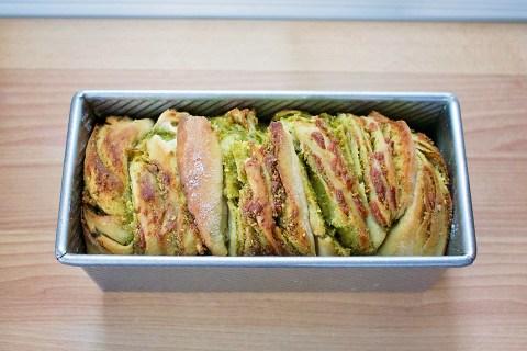 pistachio-pesto-soudough-bread