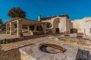 Luxury Masseria Torre Abate Risi Puglia by BeeYond Travel 15 | wishing well