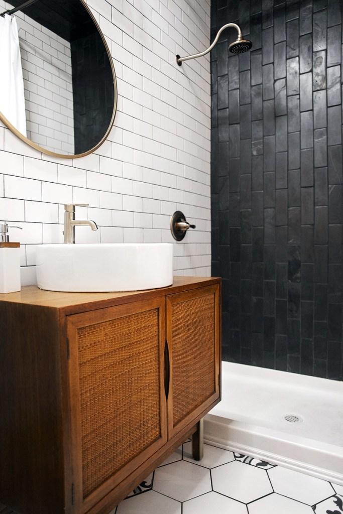013-master-bathroom