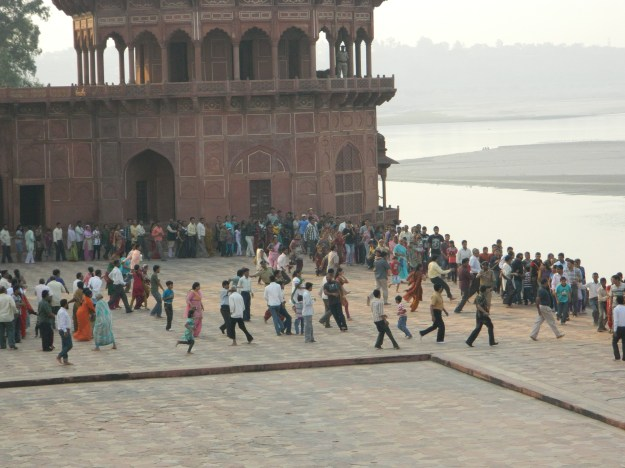 line at Taj Mahal, photo copyright Brendan Gregg