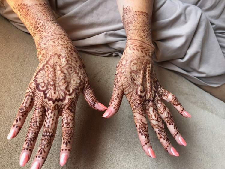 mehndi on hands after 5 days