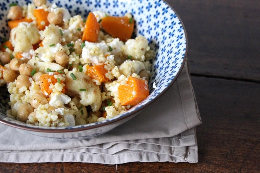 Gezonde gierst salade met groenten