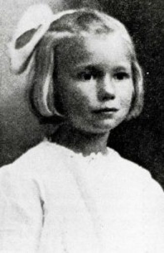 6 years old May Pierstorff was mailed by her parents in Idaho to nearby relatives during 1914