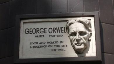 """صورة """"جورج اورويل"""" يكتب عن ( تولستوي و شكسبير )"""