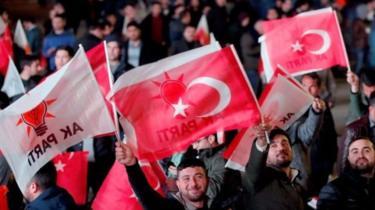 """صورة الانتخابات المحلية في تركيا: """"فوز المعارضة"""" في أنقرة وتضارب بشأن إسطنبول"""
