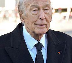 صورة رئيس فرنسي سابق أمام التحقيق بتهمة «التحرش»
