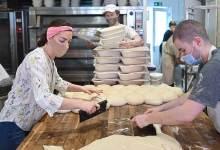 صورة من صنع الخبز المنزلي إلى افتتاح مخبز.. قصة نجاح بريطانية خلال الحجر- (صور).