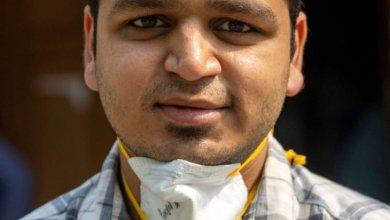 صورة في الهند المنكوبة بكوفيد.. طبيب عمره 26 عاما يقرر من يعيش ومن يموت- (صور).