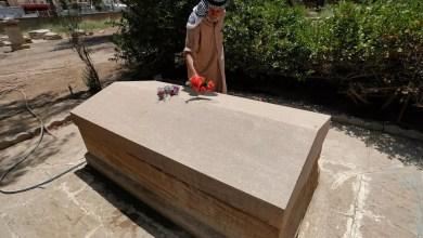 صورة بين القبور البروتستانتية ترقد المس. البريطانية غرترود بيل والدة العراق الحديث.
