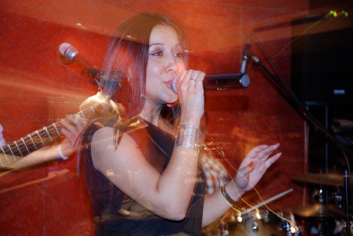 Nadine Sings Romantic At Razz'zz