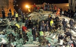 La Wlooo!!!…A Building Collapses, Then a Bridge? Then a Country?